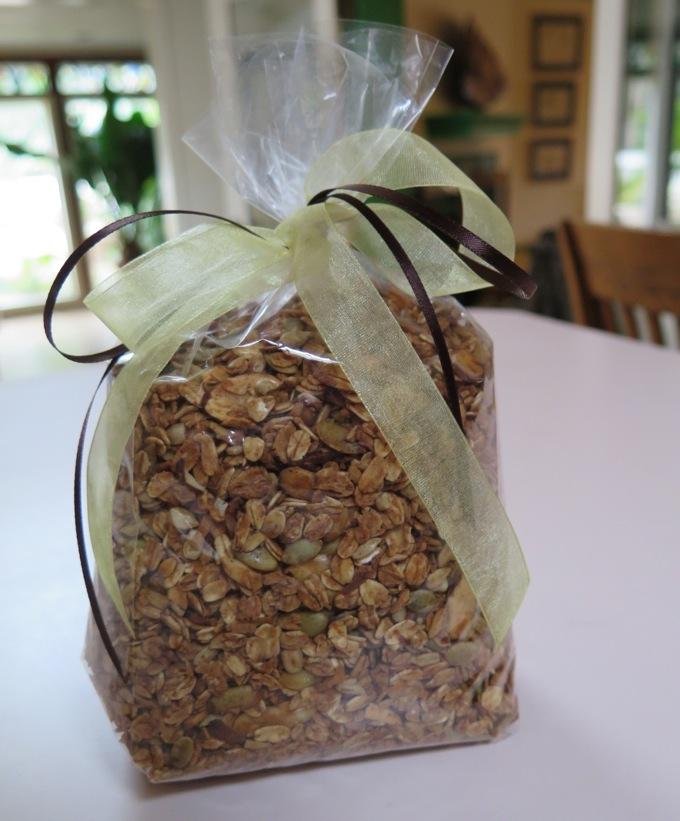 Healthy granola - plenty to share from SpatulaQueens.com