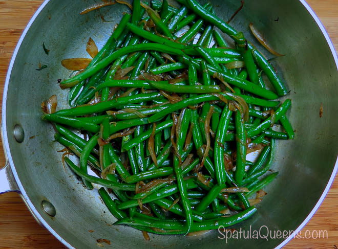 Add shallots to stir-fried beans