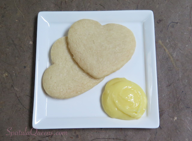 Shortbread hearts with a dollop of lemon curd