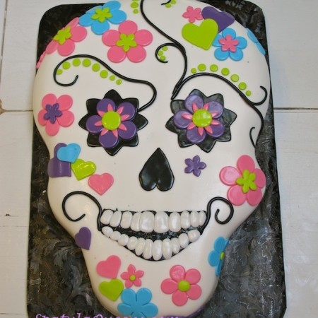 Instructions to Make a Skull Cake with fondant decorations