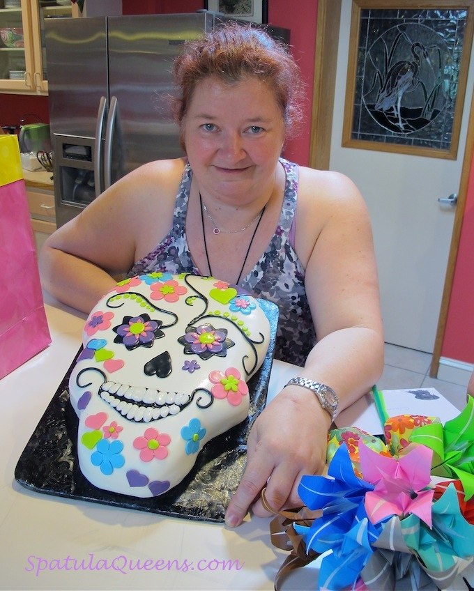 Finished skull cake from spatulaqueens.com